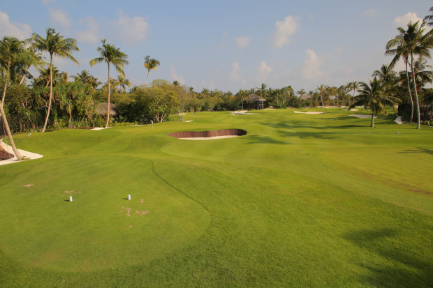 The-immaculately-conditioned-Troon-Managed-Velaa-Golf-Academy-by-Olazabal